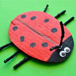 幼儿园废物利用手工制作瓢虫的做法