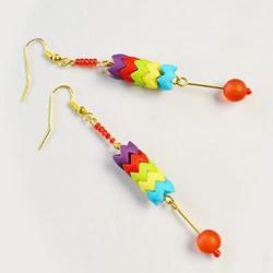 DIY彩色串珠耳环的制作方法 可爱又有活力!