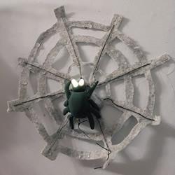DIY万圣节装饰!蜘蛛网上发光的蜘蛛玩具制作