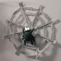 DIY�f�}∞��b�!蜘蛛�W上�l光的蜘蛛玩具制作