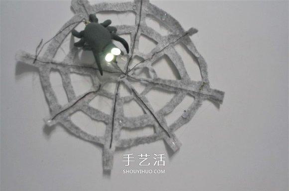 DIY萬聖節裝飾!蜘蛛網上發光的蜘蛛玩具製作