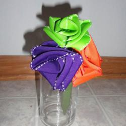 手工缎带折玫瑰花的教程图解 简单又美丽!