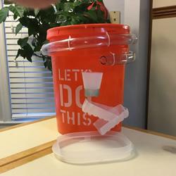 自制滚弹珠玩具的方法 简单的废物利用小制作