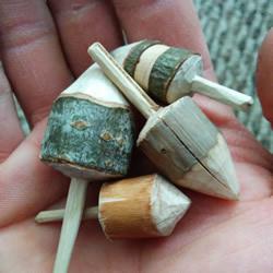 自制陀螺的方法 用树枝雕刻制作而成!
