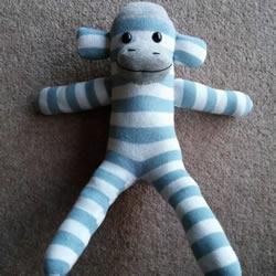 简单自制布娃娃!袜子猴的制作方法图解