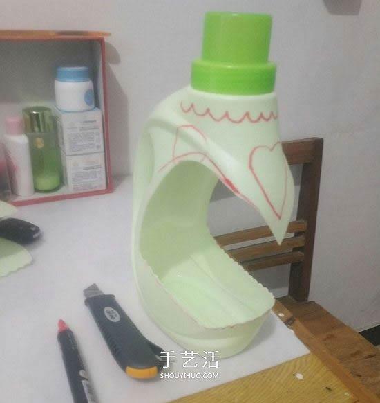 洗衣液瓶手工雕刻 DIY制作优雅花盆的方法 -  www.shouyihuo.com