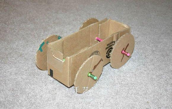 用纸板箱手工制作橡皮筋动力车的方法 -  www.shouyihuo.com
