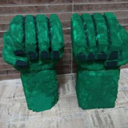 海绵手工制作绿巨人手套的方法