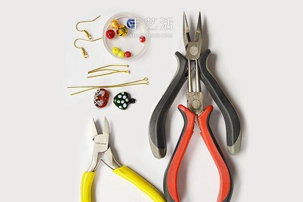 聖誕風格串珠耳環的製作方法圖解