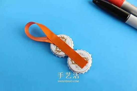 啤酒瓶盖手工制作圣诞企鹅挂饰的方法 -  www.shouyihuo.com
