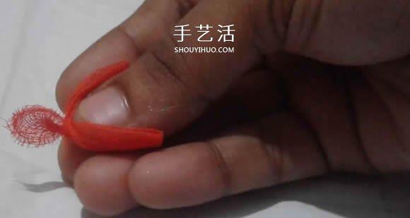 情人节红玫瑰布花的制作方法教程 -  www.shouyihuo.com