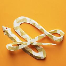 自制万圣节纸蛇墙饰的方法图解教程