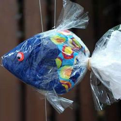 塑料袋简单手工制作小鱼装饰的教程