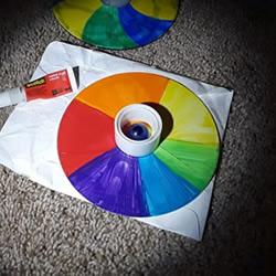 旧光盘手工制作彩虹陀螺玩具的教程