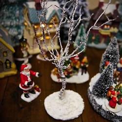 自制圣诞节光秃秃树木装饰的制作方法