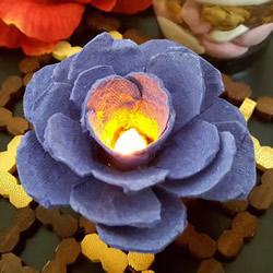 鸡蛋托手工制作玫瑰花灯的图解教程