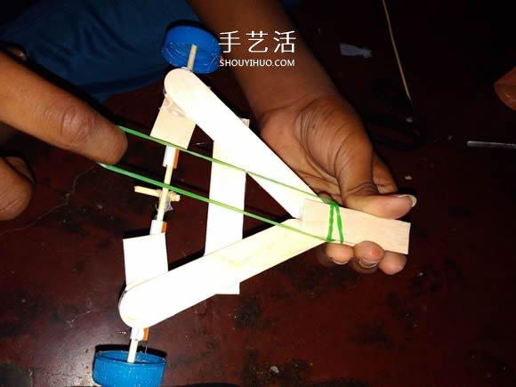 冰淇淋棒手工制作橡皮筋动力车的教程 -  www.shouyihuo.com