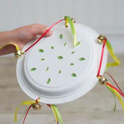自制纸盘手鼓的方法简单又可爱