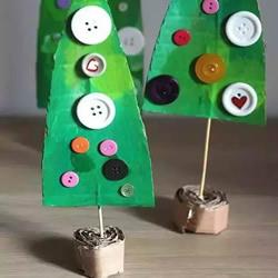 硬纸板手工制作圣诞树的简单方法