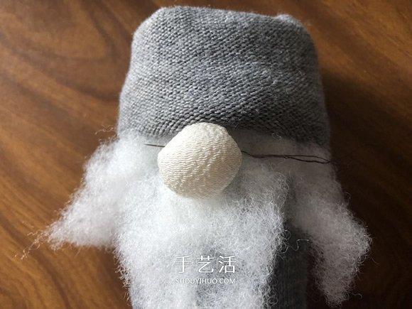 袜子手工制作圣诞小矮人图解教程 -  www.shouyihuo.com