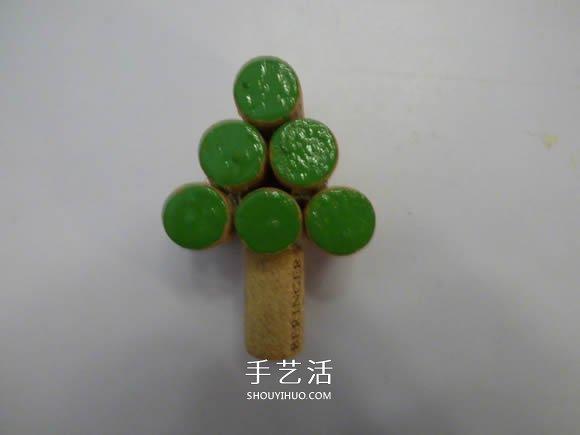 红酒瓶塞手工制作圣诞树的做法图解 -  www.shouyihuo.com