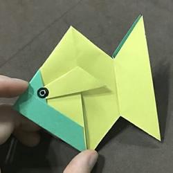 儿童简单折纸小金鱼的折法图解
