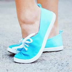 旧帆布鞋染色改造做出渐变效果的方法