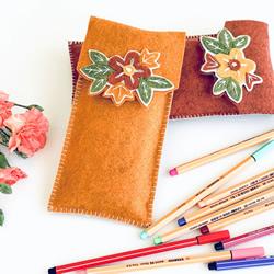 剪两块毡布缝一下 自制饰花笔袋的教程