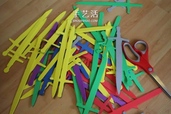 统治维斯特洛斯!用塑料椅给宝宝做铁王座 -  www.shouyihuo.com