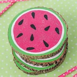 为你的餐桌添彩!自制夏日西瓜杯垫的方法
