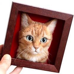 用玻璃眼睛和羊毛制作的神奇羊毛毡猫头肖像