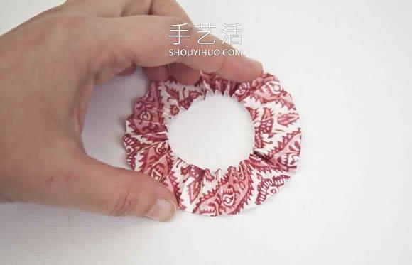 最简单装饰纸花制作视频 纸条加纽扣就搞定! -  www.shouyihuo.com