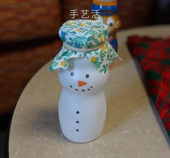 只需幾分鐘!牛奶瓶子手工製作可愛雪人