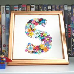 收集的小玩意拼贴 制作漂亮字母装饰画!