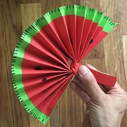 幼儿园折纸扇子的教程 做成可爱西瓜形状!