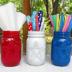 玻璃罐巧妙再利用!喷漆后制作成漂亮笔筒