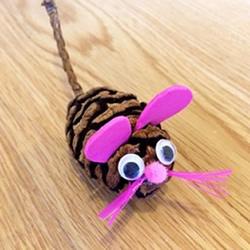 幼儿园松果手工制作 变身可爱小老鼠!