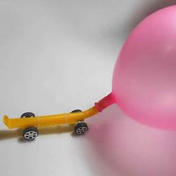 一个气球和一根吸管 手工制作气球动力小车!