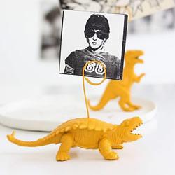 塑料恐龙玩具再利用 DIY创意便签夹的方法