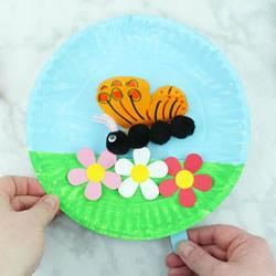 花丛中飞舞的蝴蝶!纸盘手工制作春天玩具