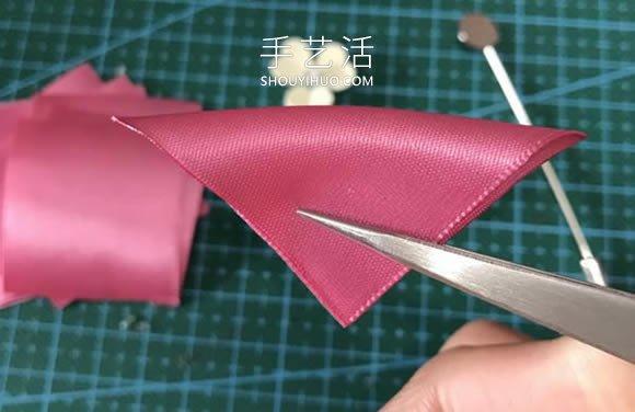 自制花朵形状的胸针 会用缎带做花瓣就不难! -  www.shouyihuo.com