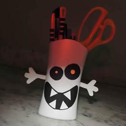 洗发水瓶废物利用 手工制作万圣节怪物笔筒