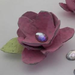 �u蛋保�o托�U物利用 手工制作花朵的做法 �柳�色微�