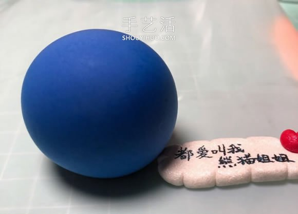 超轻粘土手工制作睡觉的哆啦A梦的做法图解 -  www.shouyihuo.com