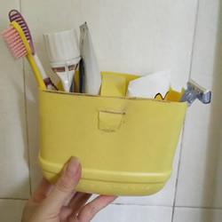 洗洁精瓶废物利用制作洗漱用品收纳篮的做法
