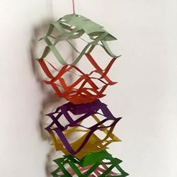 彩纸剪纸手工制作纸拉花挂饰的做法教程