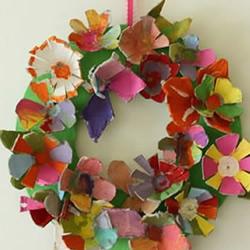 幼儿园手工制作鸡蛋托彩色花环的做法教程