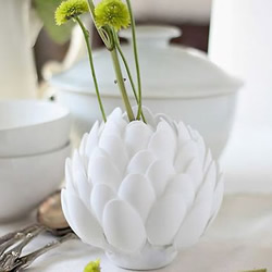 一次性勺子�U物利用 自制�花花瓶的方法�D解