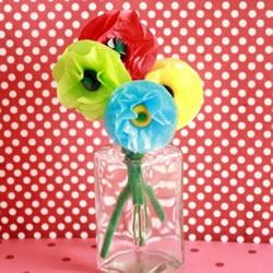 幼儿园手工制作玻璃纸花朵的做法教程