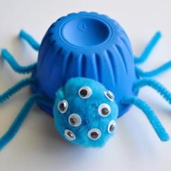 幼儿用果冻杯制作万圣节变异蜘蛛的做法教程